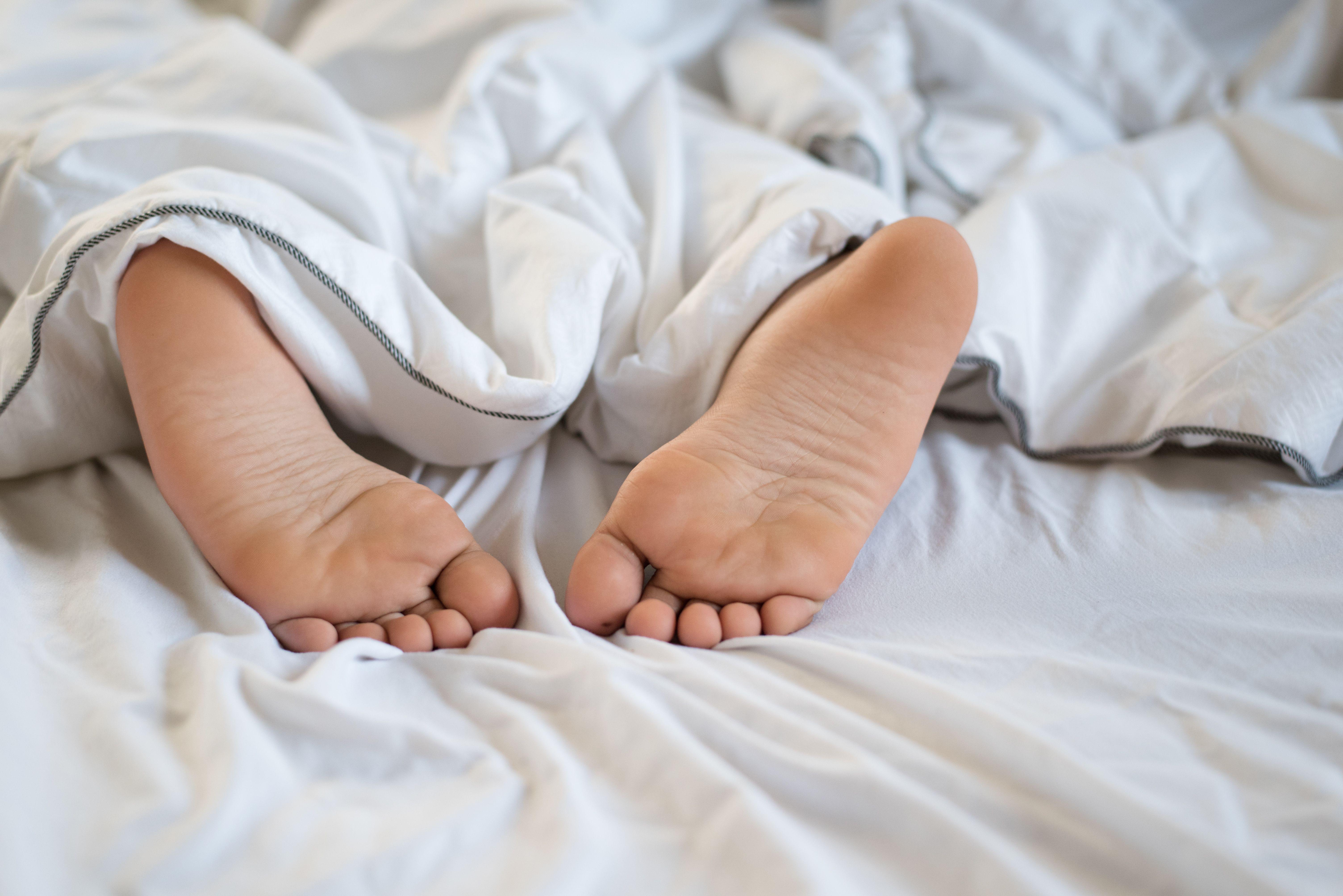 Sådan kan du vende dit barns modstand mod at sove til åbenhed